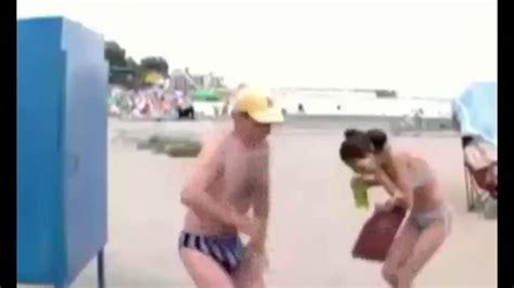 candid divertenti candid in spiaggia scherzi divertenti