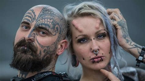 tattoo convention offenbach tattoo fans legen sich bei convention in frankfurt unter