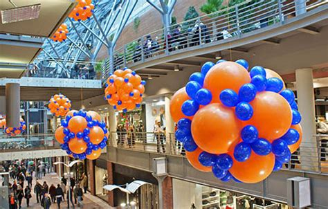 decoracion de ventanas navideñas con mallas decoracion globos helio sueltas de globos de helio en