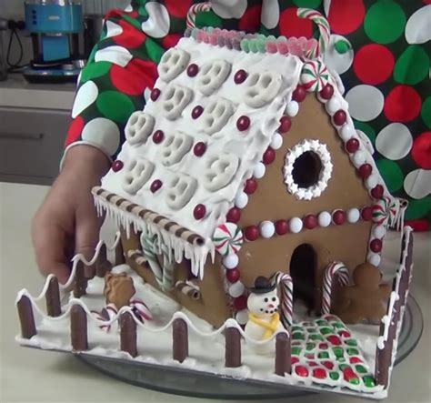 How To Decorate A Gingerbread by Decorate A Gingerbread House Steve S Kitchen