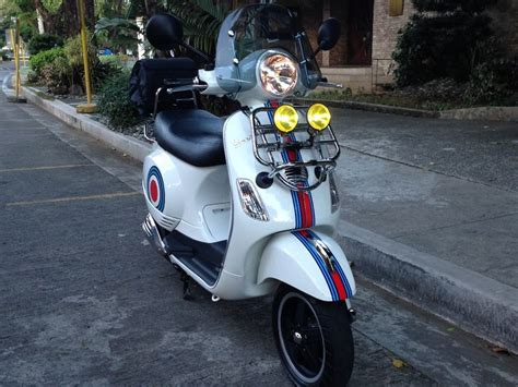 Martini Racing Aufkleber Vespa by Modern Vespa Martini Race Team Stripes And Driving Route