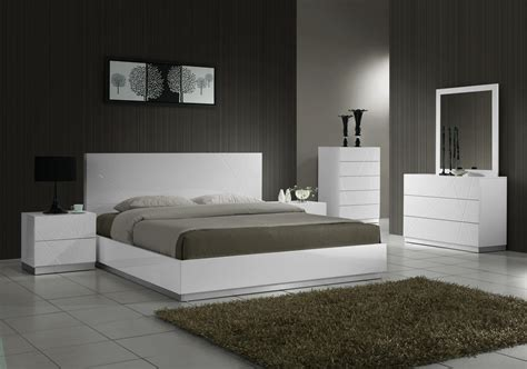 cheap bedrooms cheap mirrored bedroom furniture high gloss brown finish