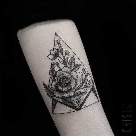 tattoo geometrisch blumen pflanzen tattoo vorlagen bilder
