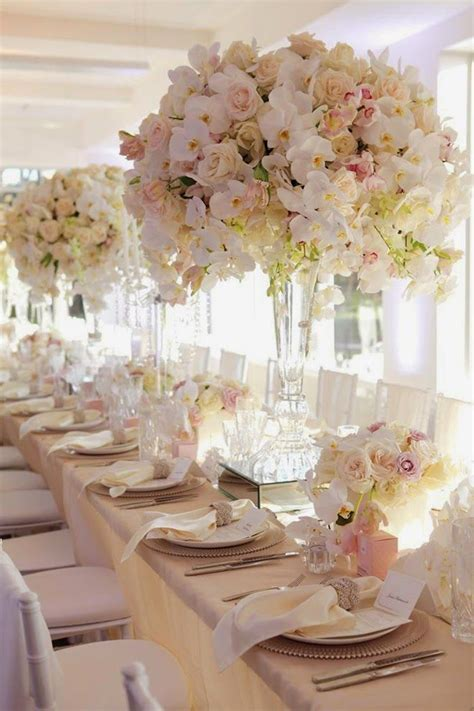 Floral Centerpiece Idea For Casual Weddings by 17 Best Ideas About Table Centerpieces On