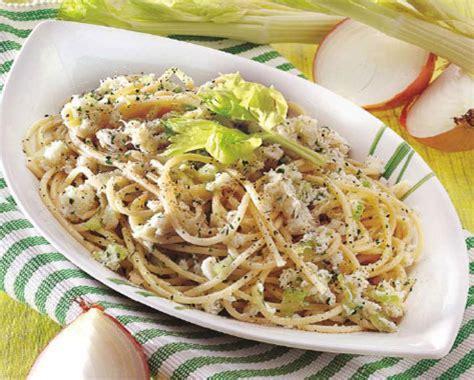 piatti leggeri da cucinare spaghetti leggeri con polpa di granchio cucina