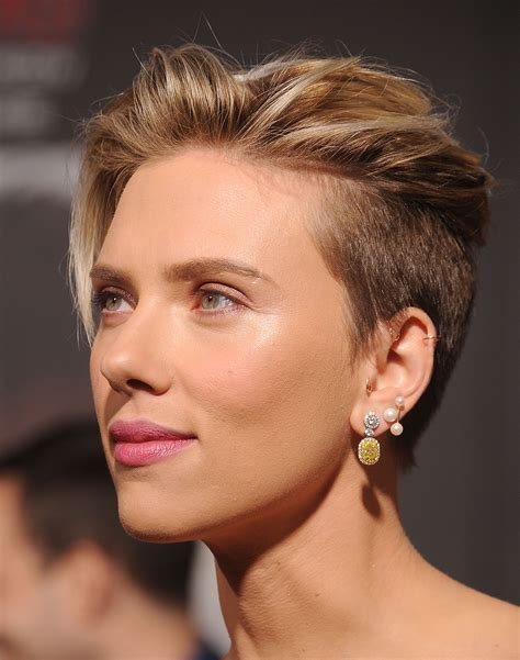 scarlett johansen extreme hircut 25 famous women whose hair should really get more