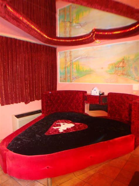 rainbow motel pink palace fantasy suites chicago