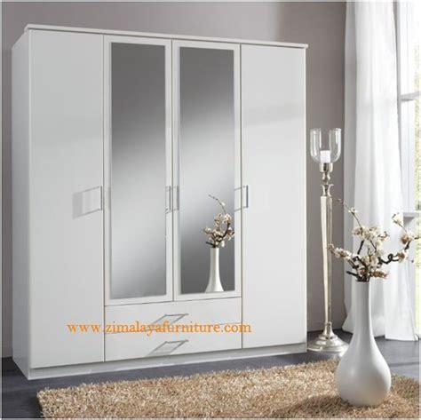 Lemari Pakaian Sliding Door 4 Pintu Hpl Coklat Kayustrip Crm Ls432 2ct lemari pakaian minimalis hpl zimalaya furniture