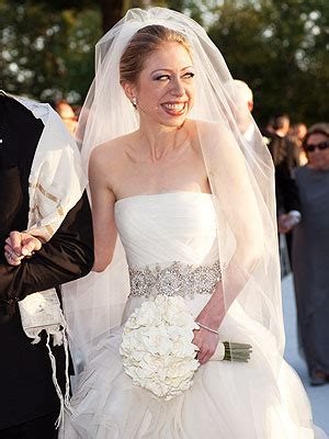 Chelsea Clinton Wedding Dresses by The Scoop On Chelsea Clinton S Wedding Gown And What