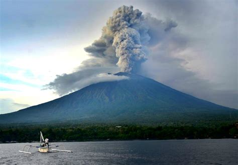 batik air gunung agung when will bali volcano erupt watch mount agung live