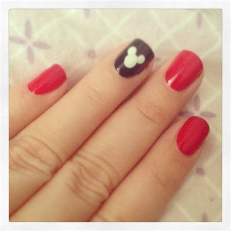 easy nail art with one color トップ 17 mickey mouse nails のおしゃれアイデアまとめ pinterest ディズニー