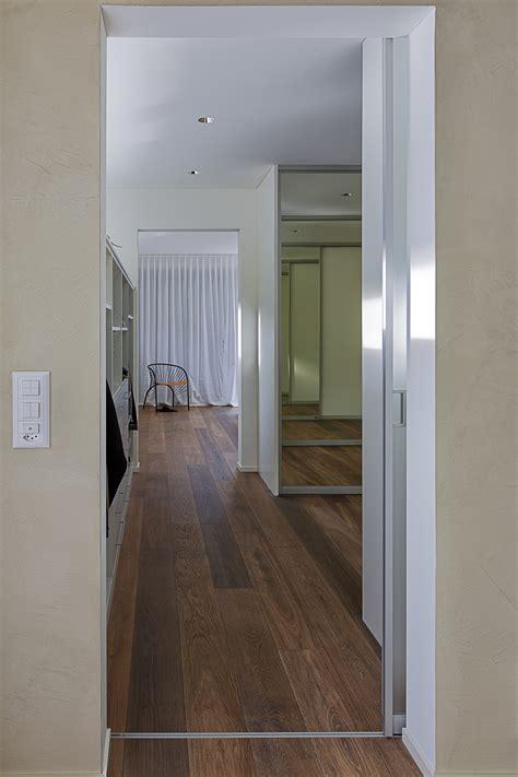Glasschiebetür Innen Laufend by Lichtdurchl 228 Ssige Schiebet 252 Re Als Eingang In Die Toilette