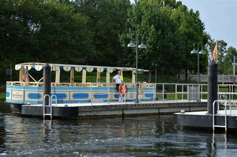 boat ride disney springs 20 free cheap things to do at disney springs