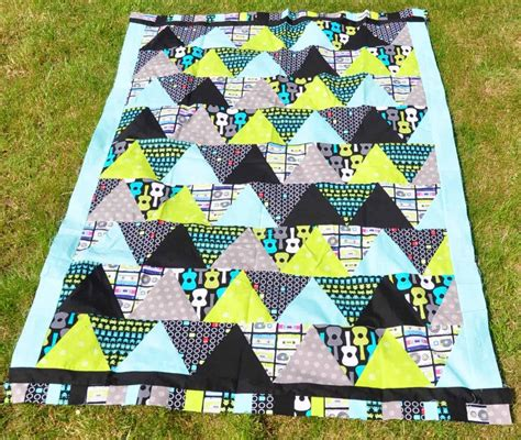 triangle quilt pattern tutorial triangle quilt tutorial quiltylicious