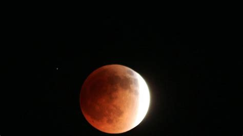 The Moon Chang E why does the moon change colors reference