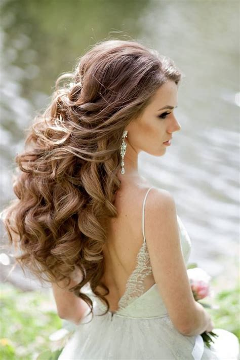 25 best ideas about wavy wedding hairstyles on wedding hairstyles for wavy hair