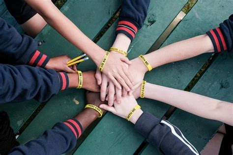 pulseira pode ajudar  combater bullying em escolas