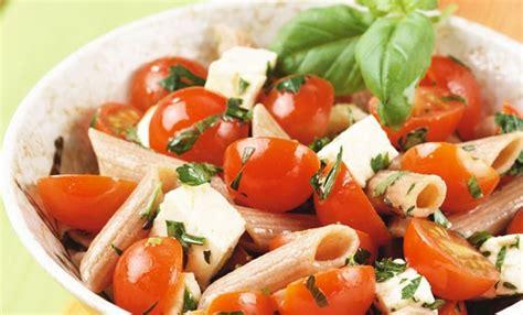 cucinare pasta fredda pasta fredda integrale veloce la ricetta con feta e