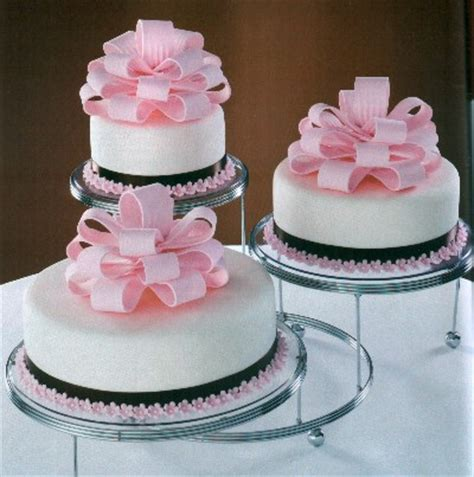 Wedding Cakes Cheap by Does A Cheap Cake Stand For Your Wedding Cake Matter So