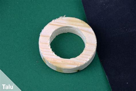 eierbecher basteln anleitung ideen aus papier holz