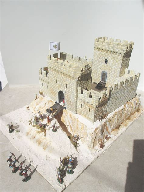 toy soldier chest crusader castle  miniart fortress