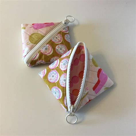 pattern for triangle coin purse with zipper half square triangle pouch free pattern download from the