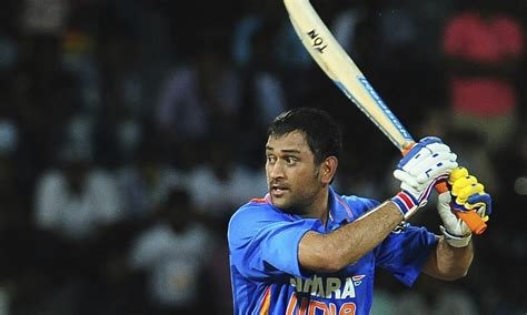 mahender singh dhoni wallpapers 171 beautiful mahender singh dhoni playing one day in ground