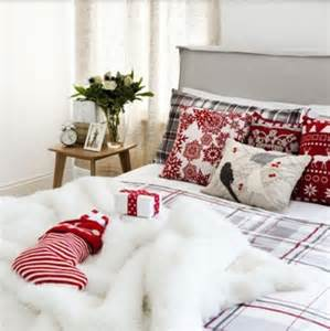 bedroom decor 32 adorable christmas bedroom d 233 cor ideas digsdigs