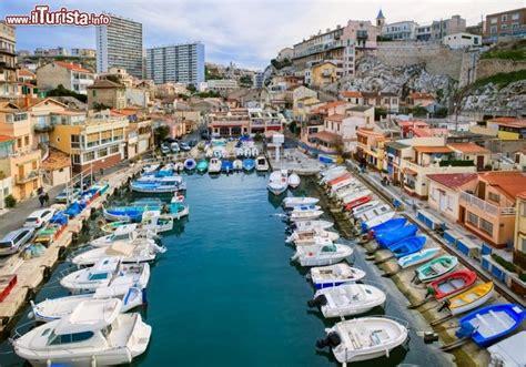 porto marsiglia il pittoresco porto storico di marsiglia nel foto