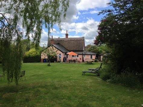 3 bedroom cottage for sale in coltsfoot green