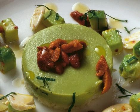 insalata di riso con avocado ricci di mare e mandorle