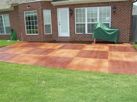 Backyard Flooring Ideas by Best 25 Painted Concrete Patios Ideas On