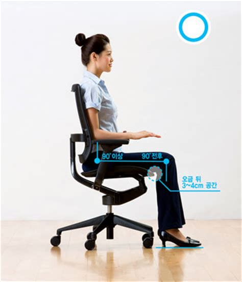 Leaning Back In Chair Posture by Correct Sitting Posture At Your Workstation Workwell