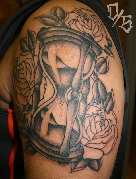 hourglass pattern in c hourglass rose tattoo tattoos pinterest hourglass