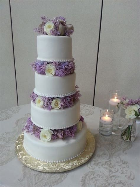 Wedding Cake Lavender by Wedding Cake In Lavender And White Bouquet Wedding Flower