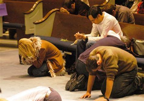imagenes gente orando iglesia orando related keywords iglesia orando long tail