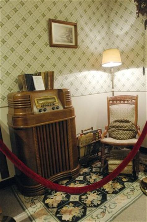 living room radio 1940 s living room with 1939 philco radio picture of radio museum and of fame st
