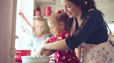 cucinare con i bambini ricette cucinare con i bambini 3 ricette per stimolare la loro