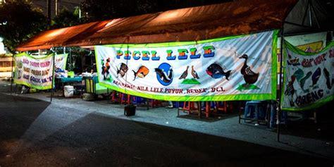 Tenda Pecel Lele menguak alasan kenapa spanduk pecel lele sama semua