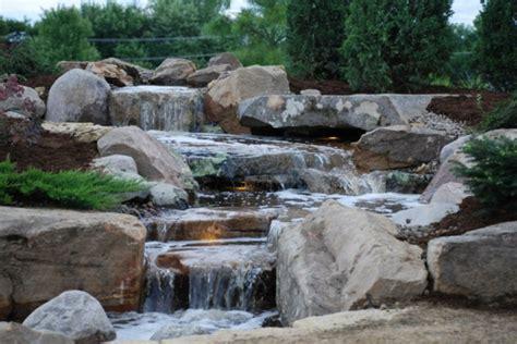 stein wasserfall garten coole wasser garten ideen wasser in der sch 246 nen landschaft