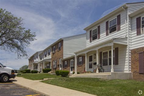 2 bedroom apartments in elgin il crestwood of elgin rentals elgin il apartments com