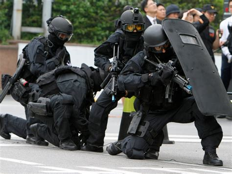 Swat S W A T Black the craziest maneuvers by south korean swat business insider