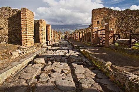 PHOTO: Typical Pompeii Street