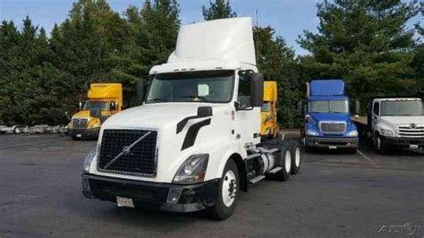 2013 volvo semi truck volvo vnl64t300 2013 daycab semi trucks