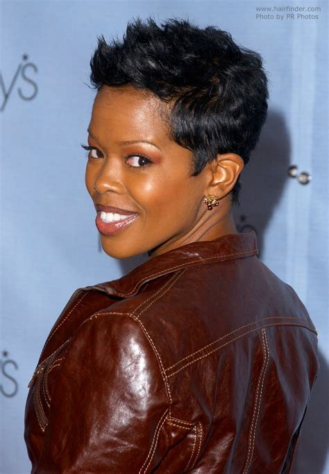 melinda williams pixie hairstyles malinda williams with her short hair in a feminine pixie cut