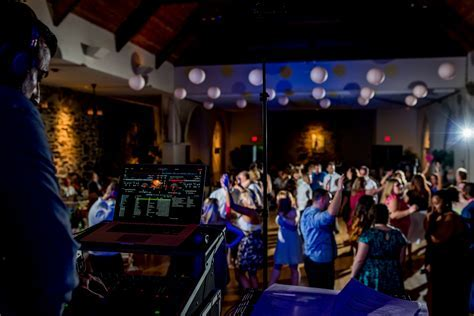 Booking Your Wedding DJ   Top 20 Questions You Should Ask