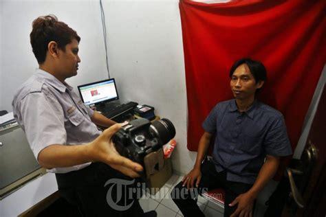 pembuatan ktp reguler pelayanan e ktp di kelurahan foto 3 1627000 tribunnews com