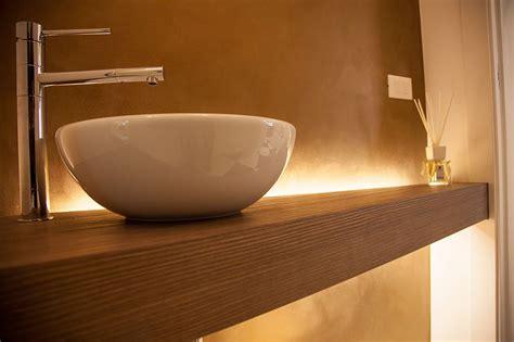 legno in bagno piano bagno con il massiccio il legno nella sua