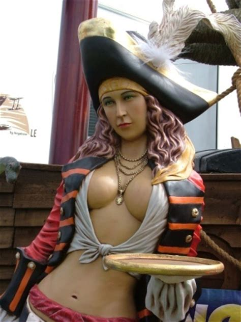 id love  outfit     pirate crawl