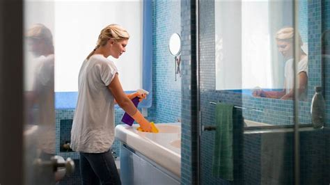 to clean the bathroom spring cleaning how to clean your bathroom in minutes
